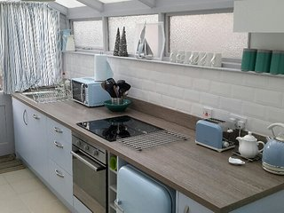Apartment (nr Cardiff Castle & Stadium) with 2 kitchens and private garden - Cardiff vacation rentals