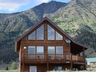 4 Bedroom3BA Minutes to Yellowstone Park/Also See listing3319032for open dates - West Yellowstone vacation rentals