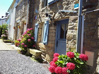 2 bedroom House with Internet Access in Sene - Sene vacation rentals
