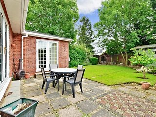 Spacious, clean studio in Epping Forest near Stansted Airport - North Weald vacation rentals