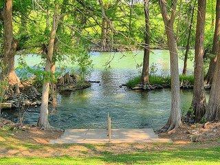 2 bedroom 2 bath spacious condo! Riverfront Pool! Hottub! Perfect location! - New Braunfels vacation rentals