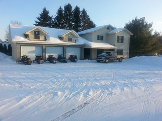 Vacations/Snowmobiling/3bedrooms/2bath/Garage/Fish - Van Buren vacation rentals