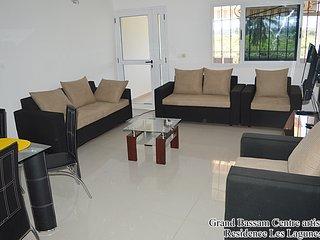 Appartement 03 pièces avec une vue panoramique sur la belle plage d'Azuretti - Grand Bassam vacation rentals