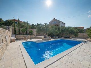 Comfortable 13 bedroom Villa in Murter - Murter vacation rentals