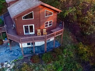 Enjoy Long Range Views With WiFi & Pool Table! - Grassy Creek vacation rentals