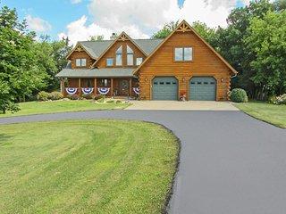 NEW! 'Lost Pond Lodge' 4BR Lake Mills Log House - Lake Mills vacation rentals