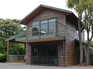 Cozy 1 bedroom Cottage in Whitianga with Housekeeping Included - Whitianga vacation rentals