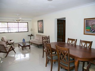 Zona Universitaria, Santo Domingo, recently renovated 2 bedroom apartment - Santo Domingo vacation rentals