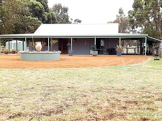 Nice Farmhouse Barn with A/C and Garage - Esperance vacation rentals