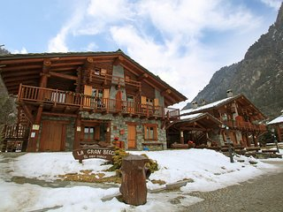Comfortable Condo with Internet Access and Television - Antey Saint Andre vacation rentals