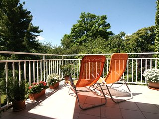 Bright Condo with Internet Access and Television - Hietzing vacation rentals