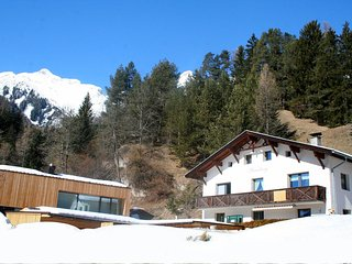 Beautiful Condo with Shared Outdoor Pool and Television - Pettneu am Arlberg vacation rentals