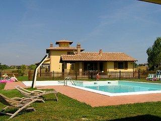 Nice Castiglione Del Lago Apartment rental with Shared Outdoor Pool - Castiglione Del Lago vacation rentals