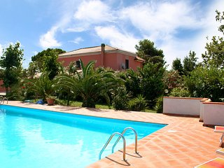 Beautiful 3 bedroom Città Sant'Angelo House with Shared Outdoor Pool - Città Sant'Angelo vacation rentals