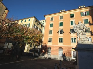 Comfortable 2 bedroom Camogli Condo with Television - Camogli vacation rentals