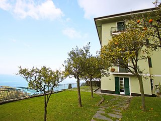 2 bedroom Condo with Shared Outdoor Pool in Camogli - Camogli vacation rentals