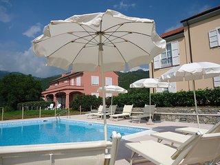 Nice Condo with Internet Access and Shared Outdoor Pool - Deiva Marina vacation rentals