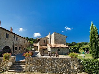 Comfortable Condo with Shared Outdoor Pool and Television - San Gimignano vacation rentals