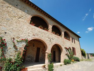 Nice Condo with Shared Outdoor Pool and Grill - Castelnuovo Berardenga vacation rentals