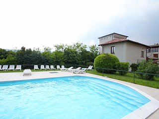 3 bedroom Apartment with Shared Outdoor Pool in Salò - Salò vacation rentals