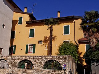 Beautiful Condo with Television and Washing Machine - Toscolano-Maderno vacation rentals