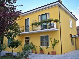 Lacazala, brevi soggiorni a Ferrara - Chiesuol del Fosso vacation rentals