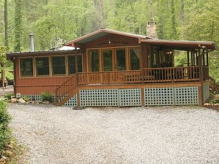 Lake Burton Cabin Retreat! Walk to Laprades Marina - Clarkesville vacation rentals