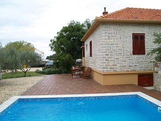 2 bedroom House with Internet Access in Vrsi - Vrsi vacation rentals