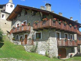 Comfortable 2 bedroom Condo in Sarre with Television - Sarre vacation rentals