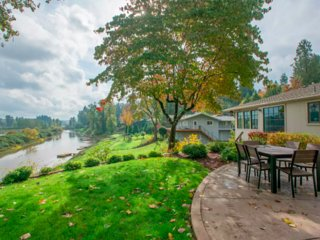 Private Willamette Riverfront Oasis - West Linn vacation rentals