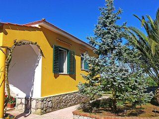 Bright House with Internet Access and Television - Massa Lubrense vacation rentals