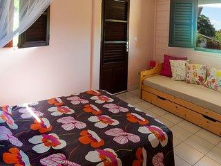 VILLA ROSE APPART.SUR JARDIN VUE MER grand confort - Les Anses d'Arlet vacation rentals