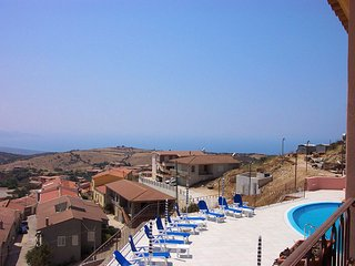 Nice Condo with A/C and Shared Outdoor Pool - Trinita d'Agultu e Vignola vacation rentals