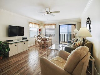Bright 2 bedroom North Redington Beach Condo with Deck - North Redington Beach vacation rentals