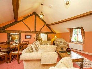 SHEPHERD'S WATCH, character cottage, underfloor heating, en-suite, ideal for a family, Llanfyllin, Ref 947641 - Llanfyllin vacation rentals