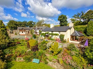 WHEAT, superb cottage, super king-size bed, WiFi, parking, shared grounds, Llanfyllin, Ref 950908 - Llanfyllin vacation rentals