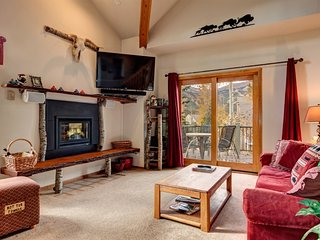 Desirable Yet Affordable In-Town Location, Huge Views, Sleeps 10, Great Rates - Breckenridge vacation rentals