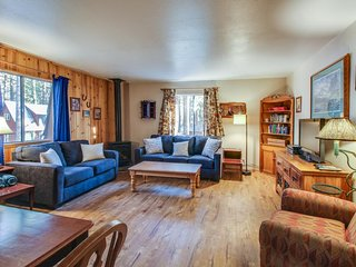 Cabin-style condo w/ shared hot tub & dog-friendly, fenced grounds - South Lake Tahoe vacation rentals
