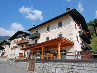 2 bedroom Apartment with Internet Access in Pinzolo - Pinzolo vacation rentals