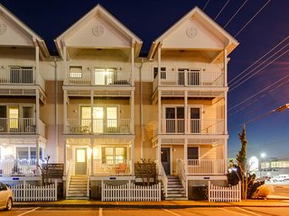 Family-friendly townhome w/shared pool - walk to beach! - Ocean City vacation rentals