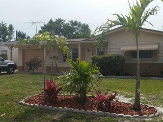 Holiday Bliss. Private home with privacy fenced back yard with jacuzzi and pool - Holiday vacation rentals