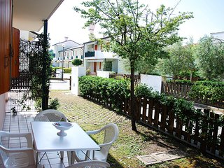 Cozy 2 bedroom Rosolina Apartment with Internet Access - Rosolina vacation rentals