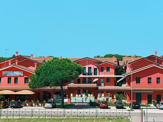 Charming 2 bedroom Rosolina Apartment with A/C - Rosolina vacation rentals