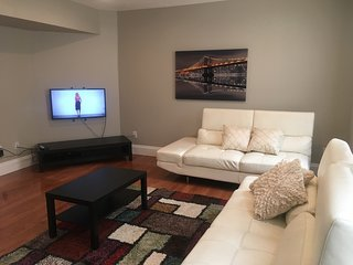 Bright 2 bedroom Pittsburgh Townhouse with Central Heating - Pittsburgh vacation rentals