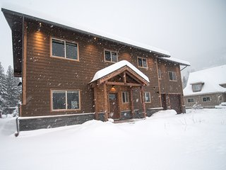 Big Bear Chalet, new luxury rental 1.5km to ski hill in quiet neighborhood - Revelstoke vacation rentals