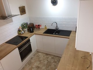 Fantastic 3 Bedroom Town House opp. The Oracle in Private Road - Reading vacation rentals
