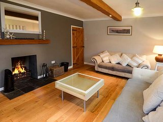 THE ORCHARD, detached, large family house, pet-friendly, open fire, hot tub, in Abersoch, Ref 950048 - Abersoch vacation rentals