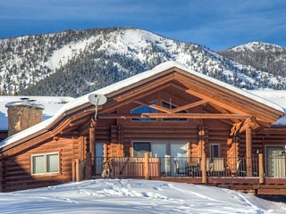 NEW LISTING, Cozy Log Cabin, Meadow Village, Hot Tub, Stunning Views, Clean! - Big Sky vacation rentals