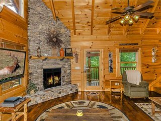 Cozy Cabin with Deck and Internet Access - Pigeon Forge vacation rentals