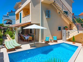 4 bedroom Villa with Internet Access in Brodarica - Brodarica vacation rentals